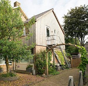 Studio Stee van Ypey (Friesland) Studio Stee van Ypey is een Bed & Breakfast in de buurt van Leeuwarden. Via AIRBNB te reserveren.